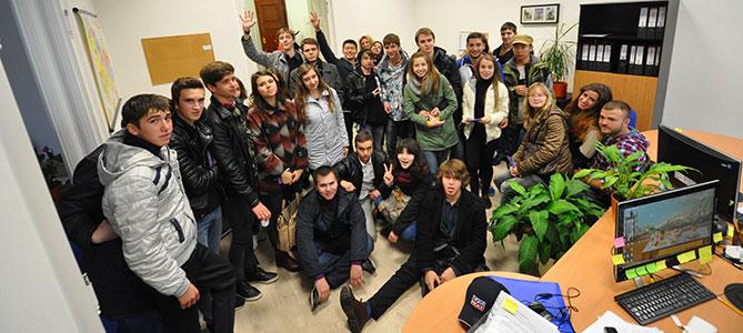Наши студенты после ознакомительной игры в офисе EuroEducation